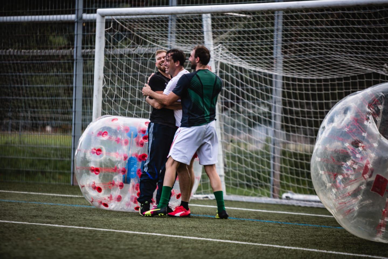 Eine andere Variante des Fußballs, die als Bubble Soccer bezeichnet wird. Es machte viel Spaß und wir belegten sogar Platz 2 mit einem Mädel in unserem Team. Ich freue mich definitiv darauf wieder Bubble Soccer zu spielen!